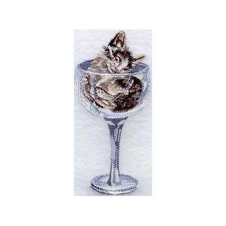 kotě ve sklenici